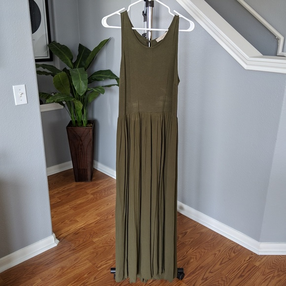 c712c48b1e8 LOFT Dresses   Skirts - LOFT olive green maxi dress